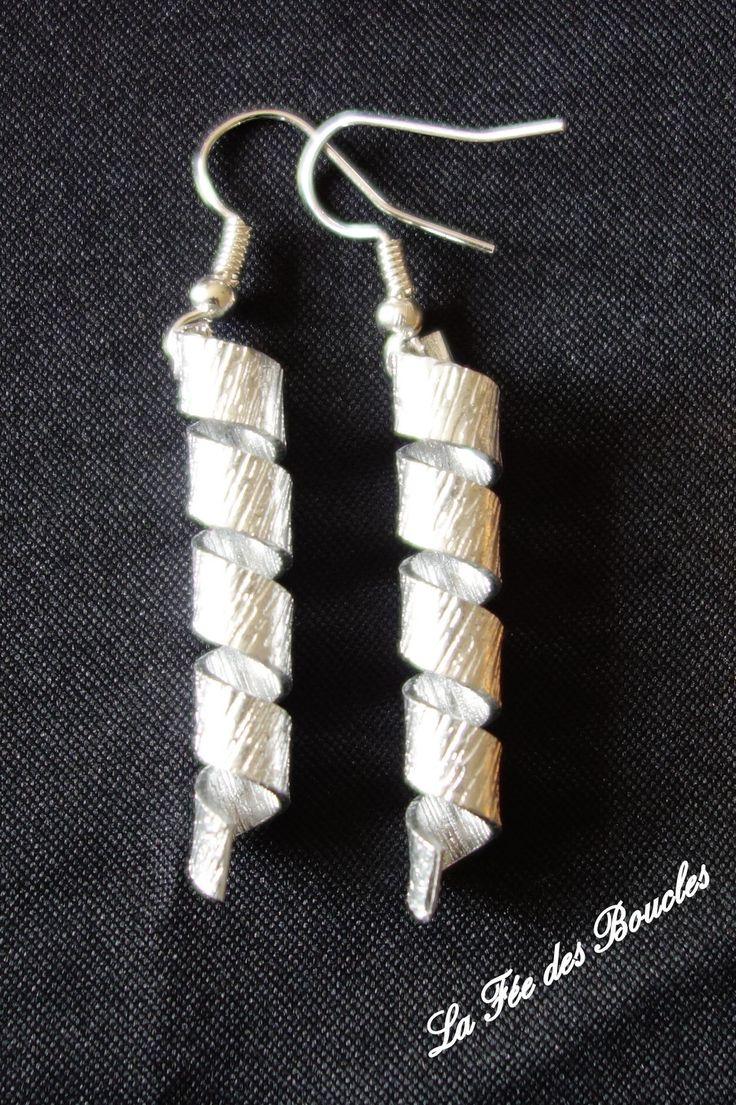 Boucles d'oreille torsadées et striées en fil aluminium Argenté