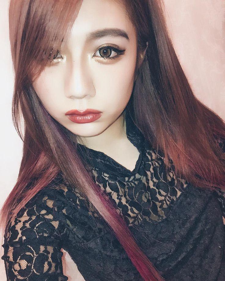 . . . makeup メイク変えたというか ころころ最近変わってる笑笑 メイクって自由で仕方によって また雰囲気変わってくるし ほんとすごくない . . あっそう言えば 髪色が意外にも好評で うれしい 人生初の髪色全体的にピンク だったから余計嬉しさ増した笑笑 コメントしてくれて ありがとうございました . . #makeup #make #eyeshadow #hair #hairstyle #haircolor #pink #me #rainyday