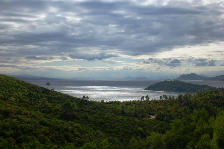Nice walkway to Mandraki beach - with an amazing view to Koukounaries beach.