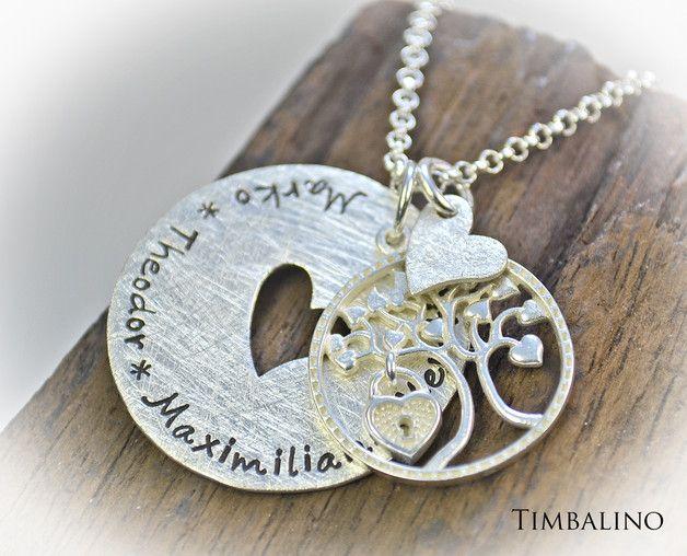 +Ein individuelles, besonderes Schmuckstück+  Tragen sie die Namen ihrer Liebsten ganz nah bei sich mit dieser liebevoll gestalteten Namenskette.  Der Anhänger aus 925er Sterling Silberwird ...