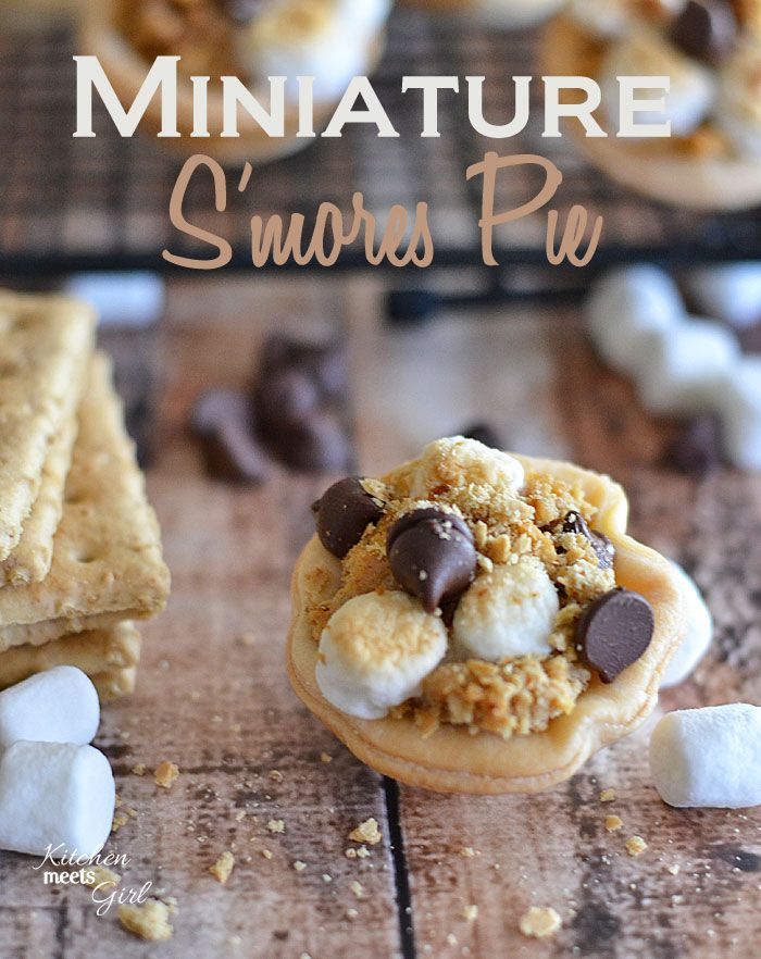 These miniature s'mores pies are no-mess and perfect for small hands! #recipe #pie #s'mores