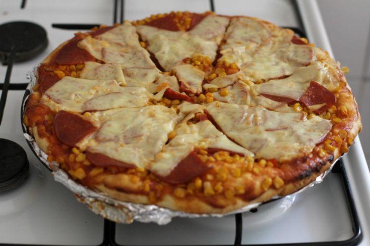 Kész a vacsi! :-] Házi pizzatésztából készült pizza.