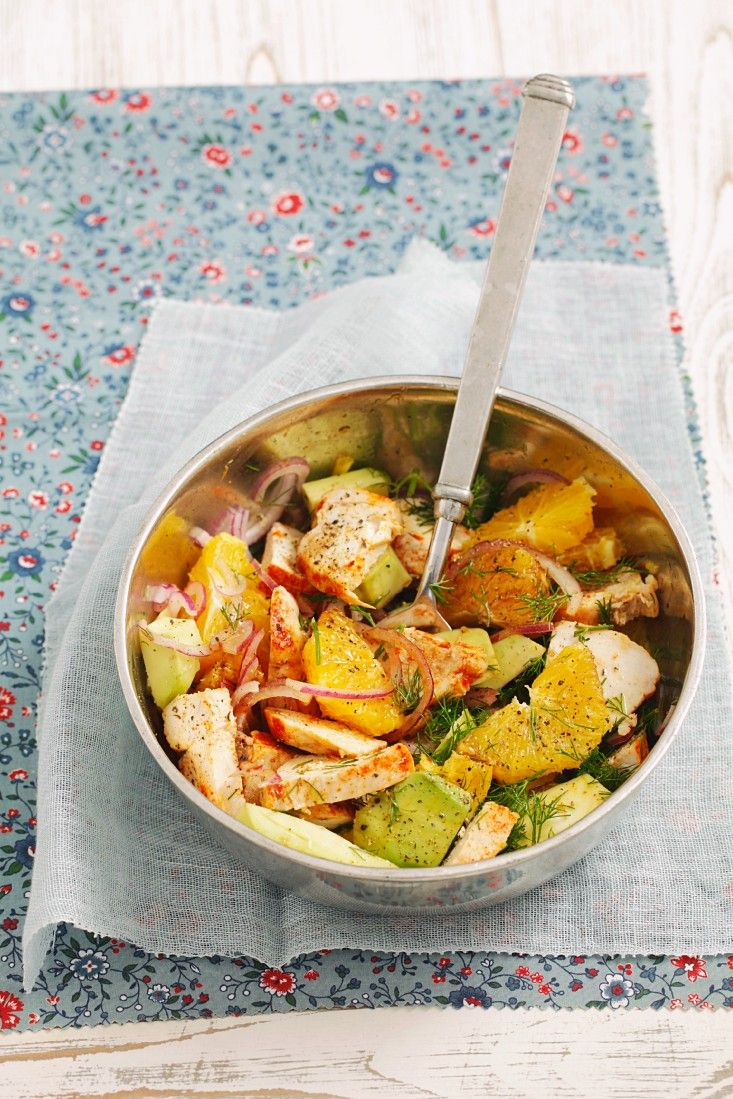 Salat mit Hühnchen, Orange und Avocado   Zeit: 30 Min.   http://eatsmarter.de/rezepte/salat-mit-huehnchen-orange-und-avocado