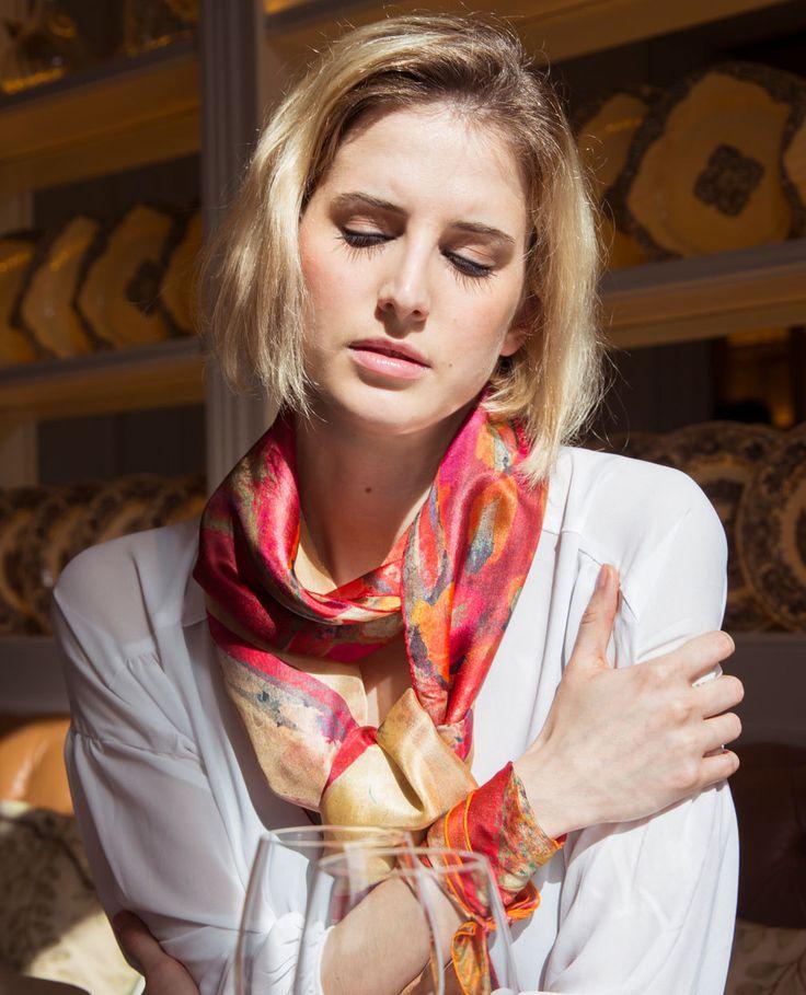 Fular de seda floral, foulard primavera verano, pañuelo rojo y crema, estampado floral, fular romantico, chal extra grande, regalo Barcelona…