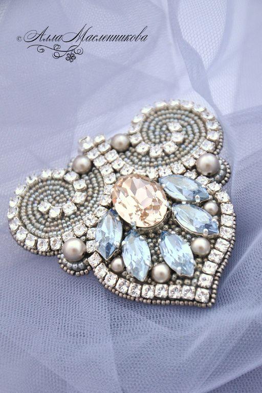 """Купить Брошь-кулон """"Зимняя лилия"""" с кристаллами и жемчугом Swarovski - разноцветный, серебристый, светлая брошь"""