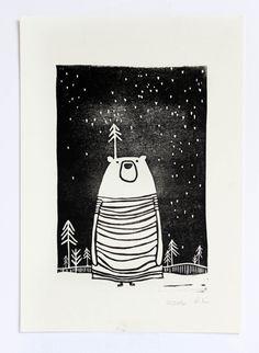 Linoldruck Bär im Wald Illustration Kinderzimmer von halfbirdmona