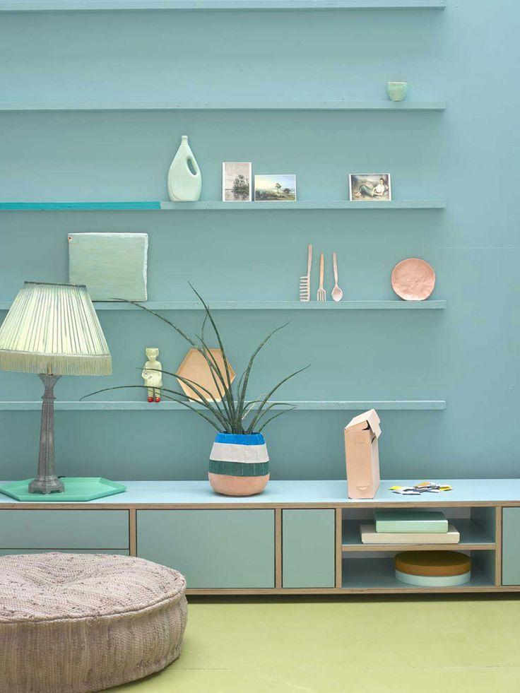 Wandplanken in pastel - vtwonen - styling: Marianne Luning - photography: Tjitske van Leeuwen