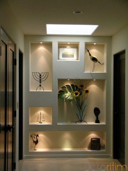 wall art displays in living room | Dekorasyon : hol niş uygulaması