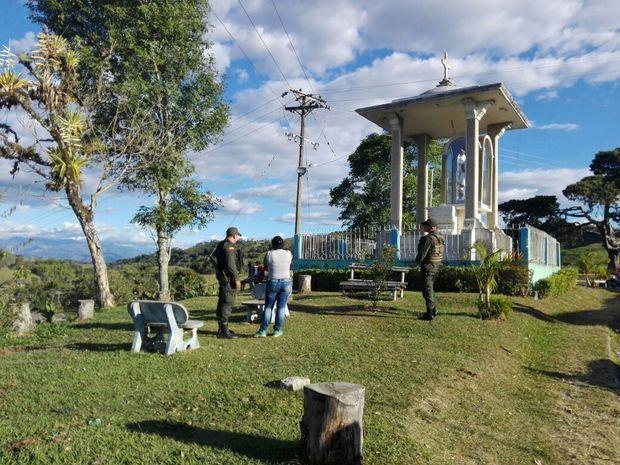 La Actividad social consistió en la Recuperación y Embellecimiento del Parque ubicado en el barrio La Capilla, para la cual los funcionarios de la estación de Policía de la Localidad, en conjunto con la Junta de Acción Comunal convocaron a la comunidad para trabajar en la jornada ambiental.