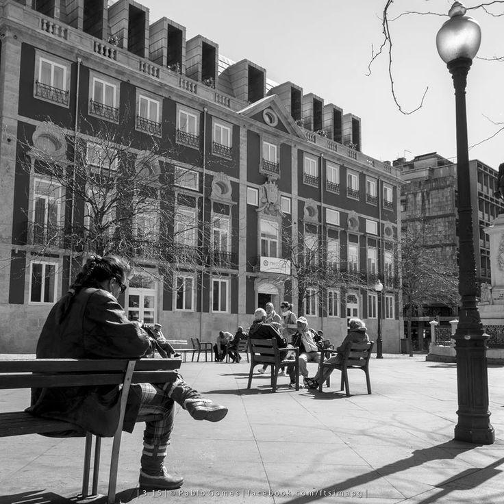 Praça da Batalha / Plaza de Batalla / Battle Square [2015 - Porto / Oporto - Portugal] #fotografia #fotografias #photography #foto #fotos #photo #photos #local #locais #locals #europa #europe #pessoa #pessoas #persona #personas #people #cidade #cidades #ciudad #ciudades #city #cities #street #streetview @Visit Portugal @ePortugal @WeBook Porto @OPORTO COOL @Oporto Lobers