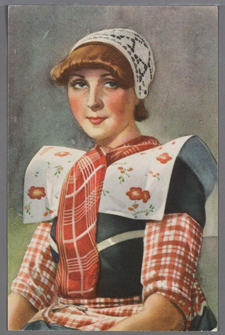 Geschilderd half totaal van een jonge vrouw met gehaakte muts, ongedeelde rode doek, brede korte kraplap, wit met rood bloempatroon, een kulder met rood geruite boormouwtjes en een rood geruit stukje op het schort. 1930-1940 #Utrecht #Spakenburg