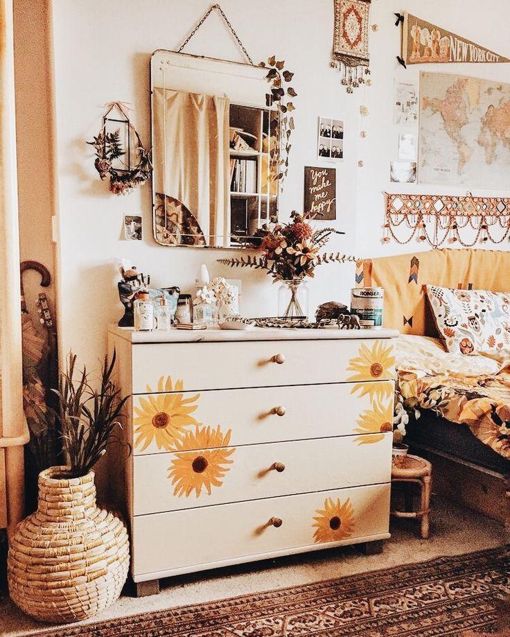 Boho sunshine bedroom ideas, sun flower drawer, rugs and plants cute bedroom ide…