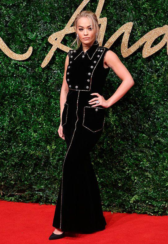 Une pléiade de stars ont défilé sur le tapis rouge des British Fashion Awards hier soir. On était impatientes de voir dans quelle tenue Poppy Delevingne, Jourdan Dunnet Karlie Klossallaient se pavaner. Disons qu'on n'a pas été déçues!