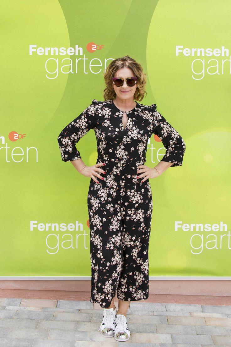 #TV Astrid Rudolph – ZDF Fernsehgarten TV Show in Mainz, Germany 06/04/2017 | Celebrity Uncensored! Read more: http://celxxx.com/2017/06/astrid-rudolph-zdf-fernsehgarten-tv-show-in-mainz-germany-06042017/