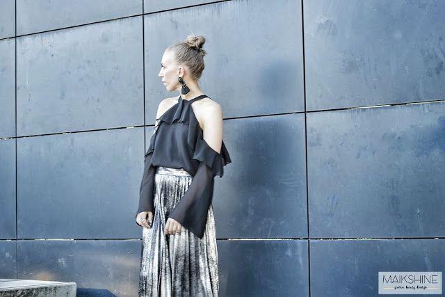 ♥ Chic outfit | Zara midi metallic pleated skirt | cold shoulders top | ♥ Look elegante y chic con top halter con mangas y hombros al descubierto y falda plisada metalizada de ZARA | Maikshine blog |