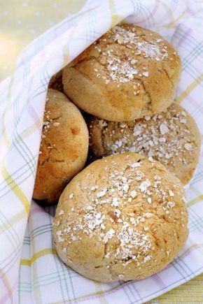 Små portionsbröd bakade med havregryn, grahamsmjöl, vetemjöl och honung.