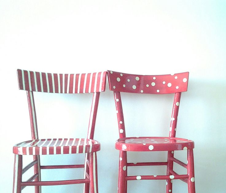 Stripes and polka dots chairs. http://elbichofeo.blogspot.com https://www.facebook.com/pages/Bicho-feo/382736388432736?ref=hl