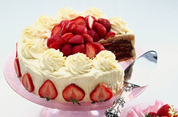 It takes time to make Mary Berry's strawberry and almond 'dacquoise ' but the end result is very impressive.