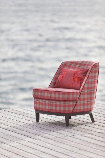 Du suchst nach einem Hingucker auf deiner Terrasse? Möbel in der Farbe rosa macht dir so schnell keiner nach.  Fotocredits: FINE