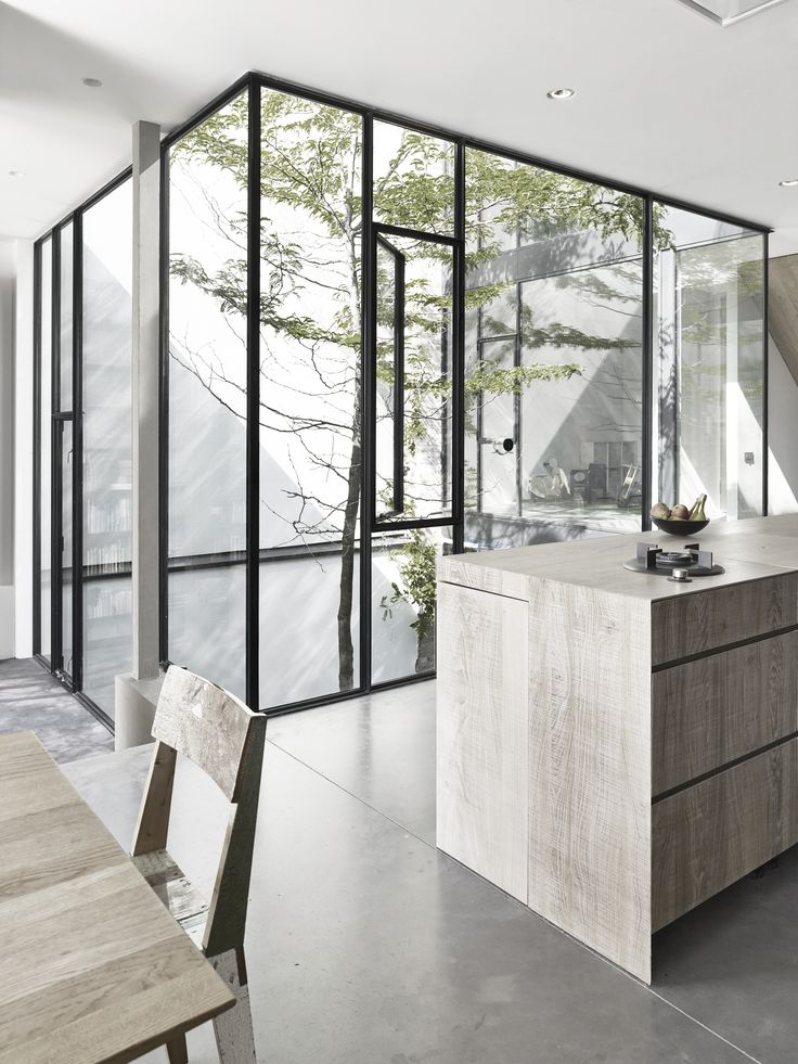 Glass courtyard tree | Urban Home | Modern Natural | Inside = Outside | Contemporary Design | Nature #nakedenvironment