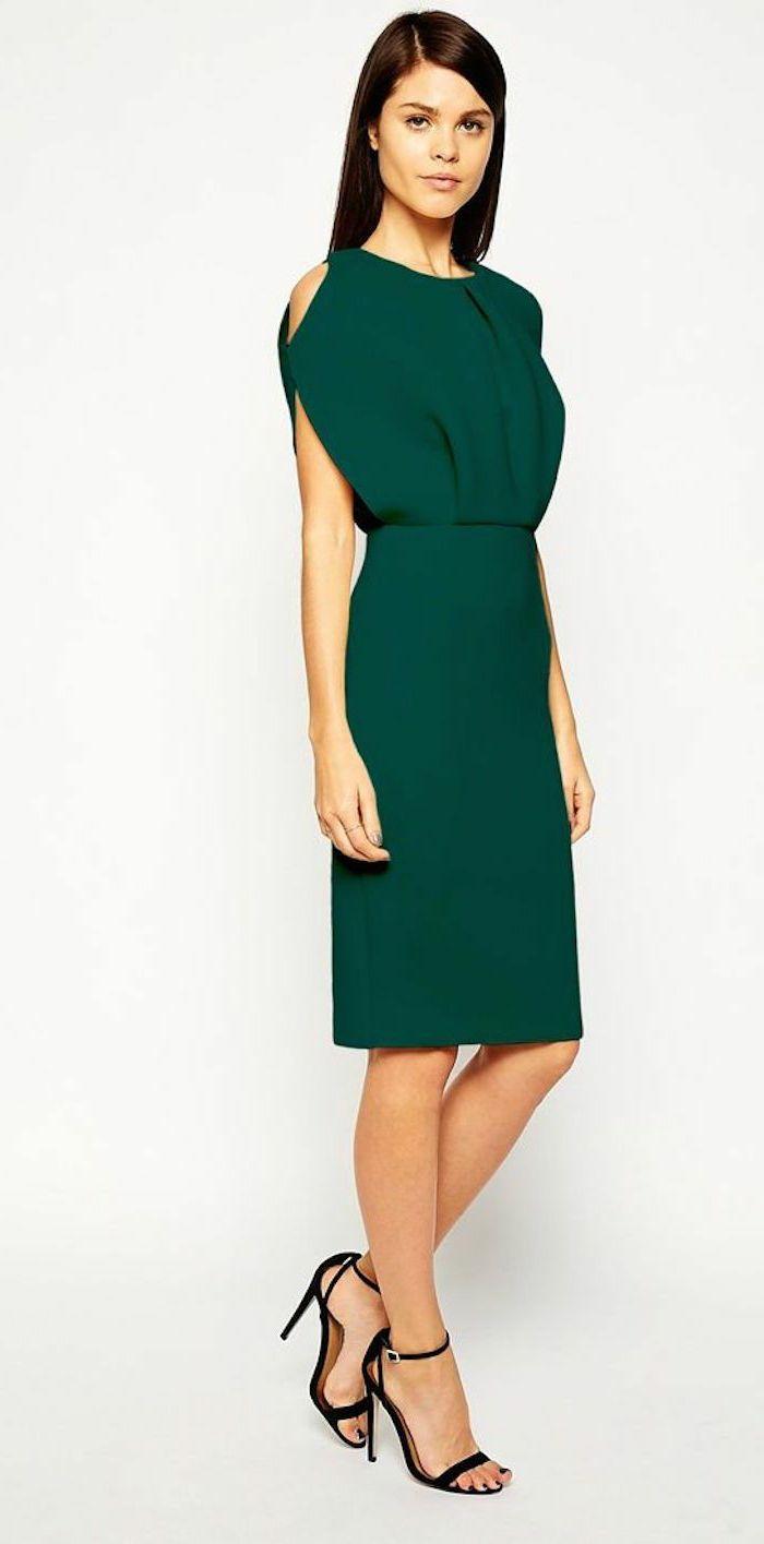 vestidos para bodas de dia, vestido en verde hasta la rodilla, corte original en los hombros, pelo largo alisado