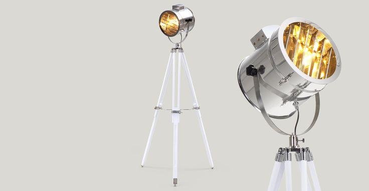 Der verstellbaren Alfred Stativstehlampe dienten Hollywoods Studioscheinwerfer als Inspiration.