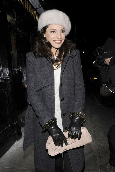 Kelly Brook Pictures - Kelly Brook Leaves the Punchbowl Pub in London - Zimbio