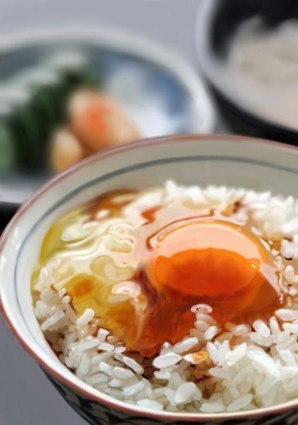 Tamagokake Gohan -- Egg + soy sauce over Rice 卵かけご飯