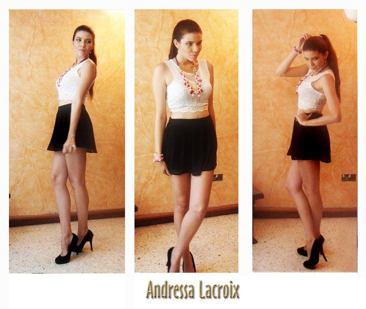 Un look B/N muy Romántico. Falda amplia en transparencia negra cintura alta y Crop Top blanco en encaje francés. Bijoux color violeta y rosa.
