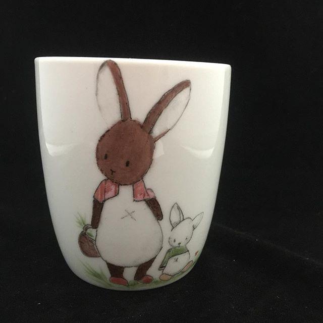 Mama konijn  #lief#servies#handbeschilderd#cadeau#porselein#hebben##uniek#kadootje#handmade#forsale#origineel#opjebordje.nl