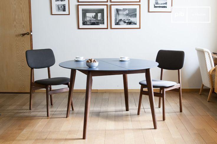 Con sus líneas armoniosas y la delicadeza de los colores azules de mediados del siglo XX, la mesa Cristina será un elemento decorativo importante en cualquier habitación