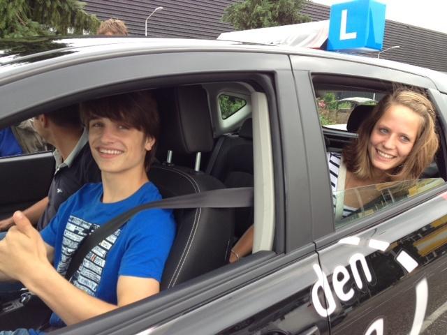Ralf Mackenbach won in 2009 het Junior Eurovisiesongfestival.   Sinds hij 16,5 jaar is doet hij mee aan 2toDrive. Op www.2toDrive.nl lees je meer over Ralf en 2toDrive.