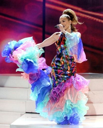 Jennifer Lopez honors Celia Cruz with three outfits at 2013 AMAs