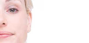Sjøgrens syndrom er en sykdom som kan gi mange plager, blant annet tørrhet i øyne, munn og skjede, tretthet og leddsmerter. De fleste som rammes er kvinner. Les mer hos Apotek 1.