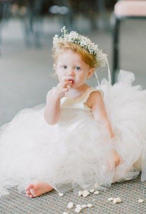 Google Afbeeldingen resultaat voor http://cache.elizabethannedesigns.com/blog/wp-content/uploads/2012/08/Young-Flower-Girl-Dress-300x440-custom.jpg