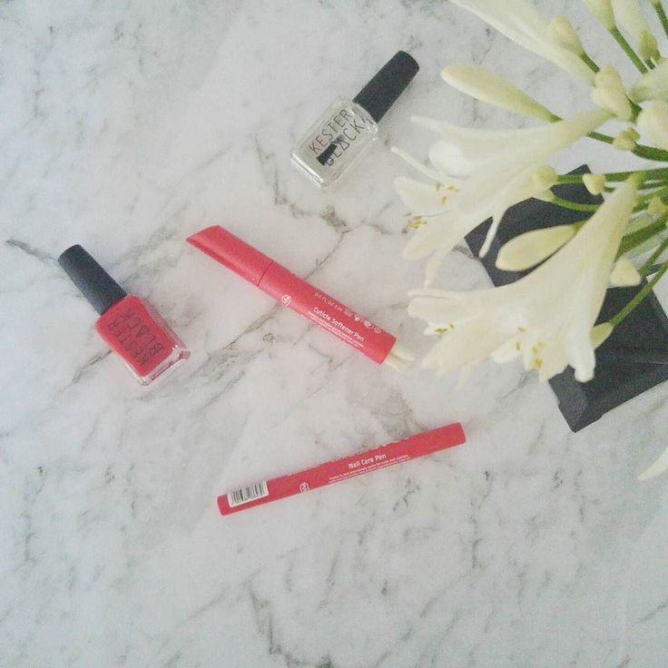 Well groomed and strong shiny nails........nailcare and cuticle softener pens by #weleda and beautiful five free formula nail colours by #kesterblack.  Shop at:  http://ift.tt/2ednjof  #beauty #nails #organic #natural #beautybloogersau #beautybloogers #hands #manicure #crueltryfree #palmoilfree #nailcolours #nailcare #nastyfree #organicproducts #naturalproducts #nonasties #toxinfree #pin #avanaaustralia #bbloggers #bbloggersau
