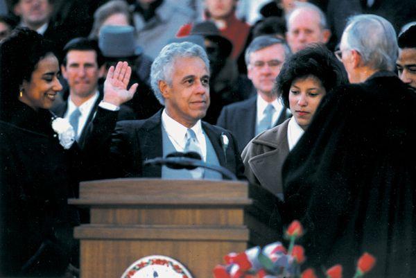26 лет назад Дуглас Уайлдер стал первым афро-американцем, выбранным на пост губернатора штата (Виргиния).  #история #США #Америка