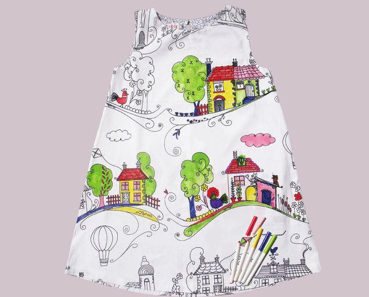 Vestiti dispettosi: tshirt, vestitini, camicie e camicette in cotone 100% con disegni prestampati, pronti per essere colorati con gli appositi pennarelli compresi nel kit, poi lavati e riutilizzati di nuovo.