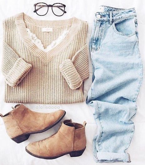 everyday outfit. knit. boyfriend jeans. tan suede ankle boots.