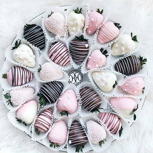 Strawberry love  #flatlayapp #flatlays #flatlay www.flat-lay.com