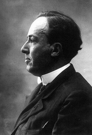 Fue doctorado en filosofía y letras en 1918, además de acabar llevando su cátedra a Segovia, en 1928 fue elegido miembro de la Real Academia Española.