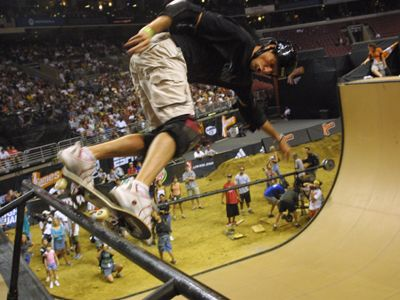 Tony Hawk Pro Skater Photo Gallery: Tony Hawk Arial Grind