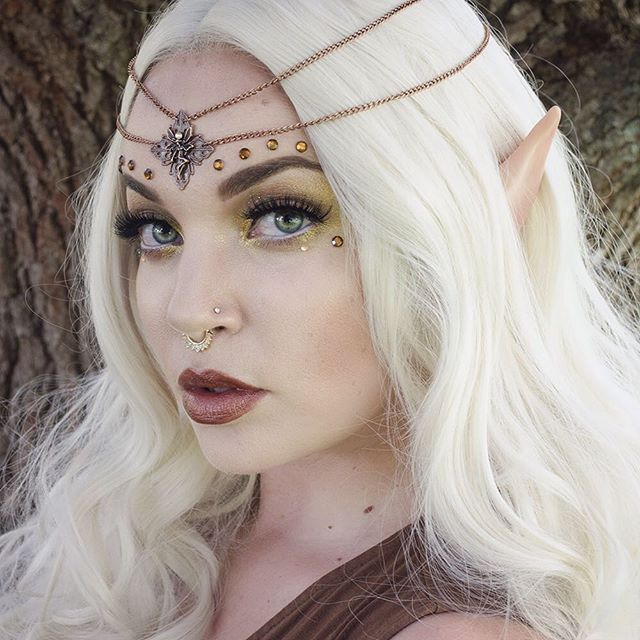 New fairy circlet on Etsy (link in profile). I also have matching copper fairy claws available too. Wearing: @sugarpill goldilux eyeshadow @colourpopcosmetics on the rocks shadow @anastasiabeverlyhills dipbrow dark brown @lotusandco Marie septum clip @nyxcosmetics wicked lipstick Wrath and jumbo white eye pencil for waterline @houseoflashes noir fairy lashes @lasplashcosmetics mineral powders: arwen, Galadriel, tauriel Elf ears from Aradani Studios on Etsy.