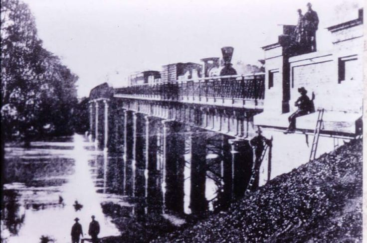 Echuca Moama bridge in the 1900s. #throwbackthursday #historyinpics #rail #steamrail #transport #echuca