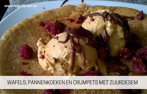 Wafels, pannenkoeken en crumpets met zuurdesem (drie in één): http://legallyraw.be/wafels/