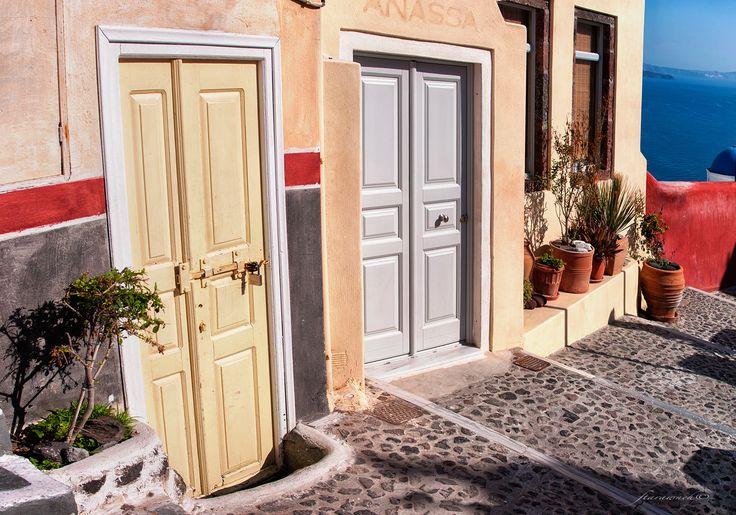 Doors of Oia - null