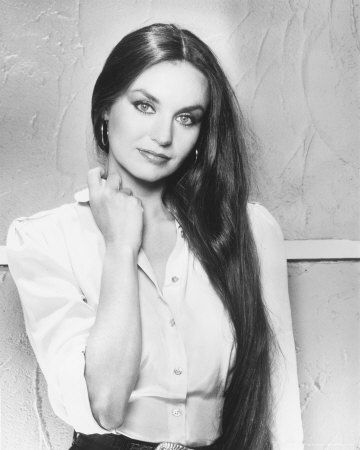 ☜(◕¨◕)☞ Crystal Gayle, country singer, born in Paintsville