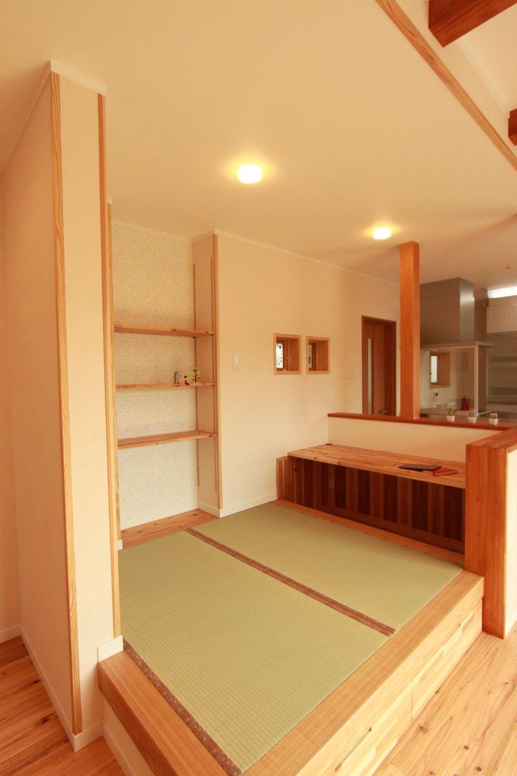 リビングには小上がりの畳を用意。対面キッチンで宿題スペースとしても活用できます。#リビング#小上がり畳#収納スペース#収納アイディア