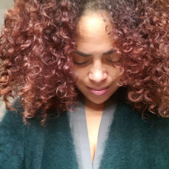 Glanzend haar, een gezonde hoofdhuid en krullen die soepel vallen en gevoed zijn, wie wil dit niet? Draai je haar routine drastisch om en start eerst met olie e(...)