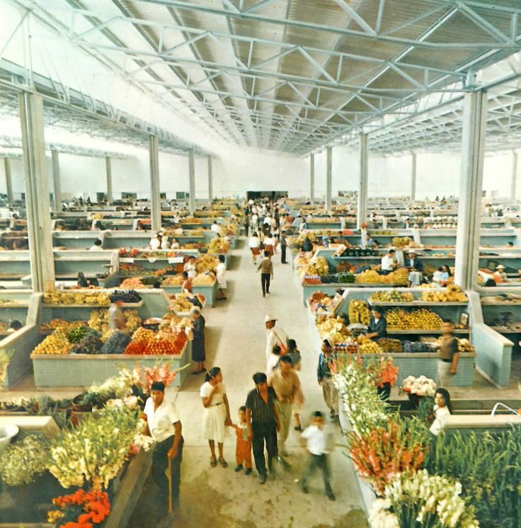 Mercado Hidalgo,, Irapuato, Guanajuato, México 1964 Arq. Francisco Artigas - Interior view of the Mercado Hidalgo, Santos Degollado 118, Centro, Irapuato, Guanajuato, Mexico 1964